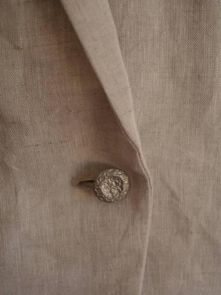 cream_jacket_detail