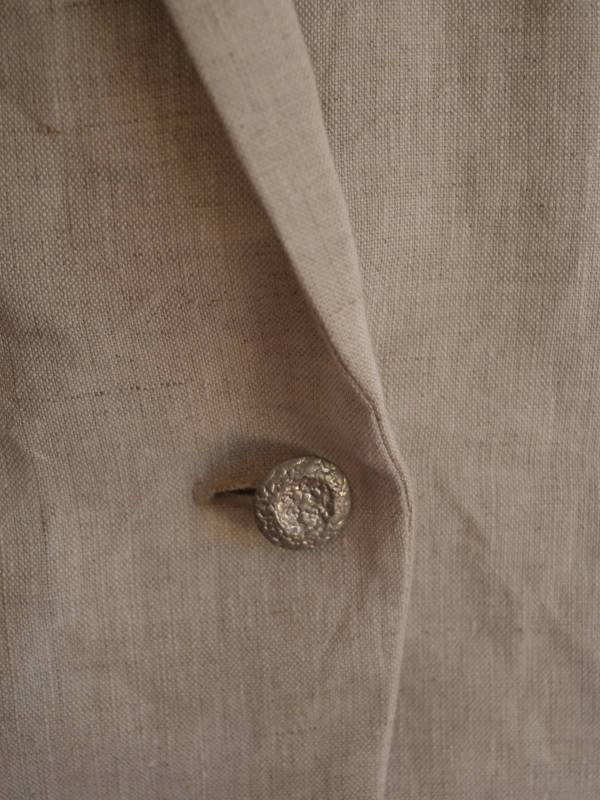 cream_jacket_detail