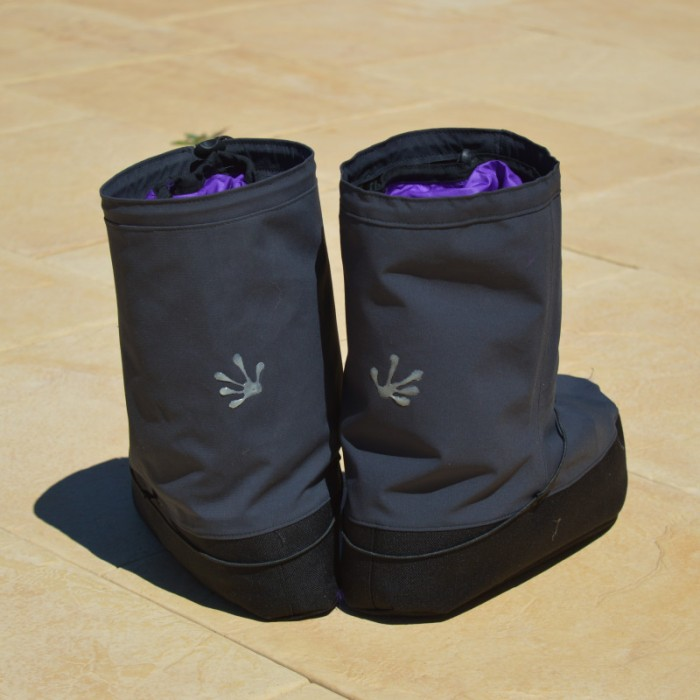 hut_boots_pair_back